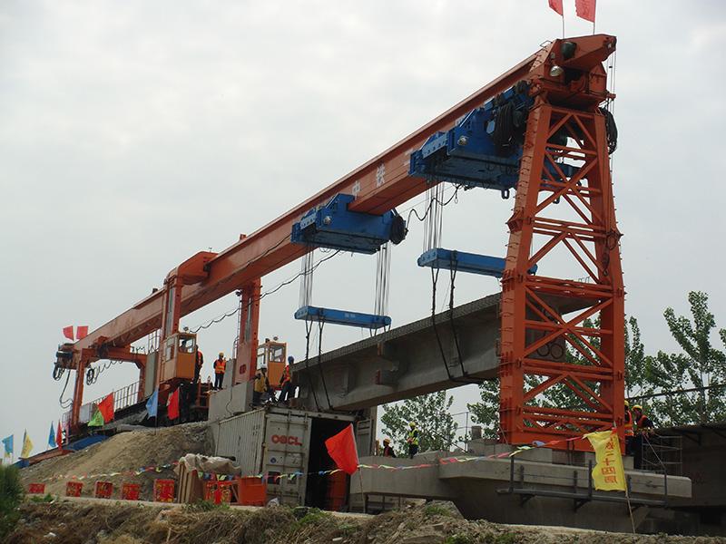 用DJP200型架铺机铁路架梁施工
