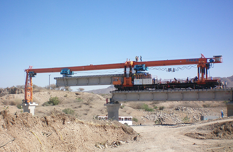 DJP200型铁路架铺机
